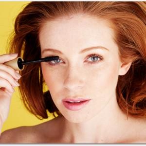 Pretty Woman Applying Mascara